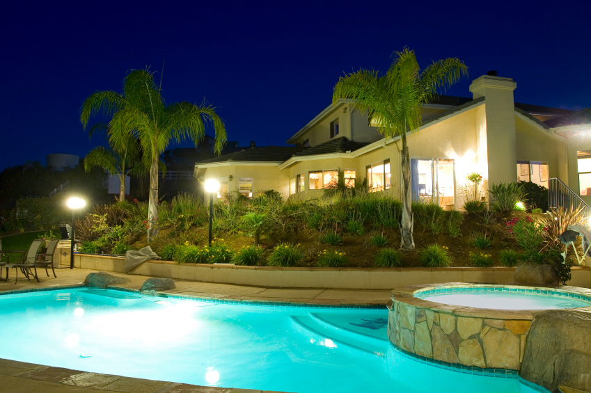 Swimming pools with built in spas for Built in swimming pools